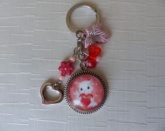 Keychain cat holding a heart