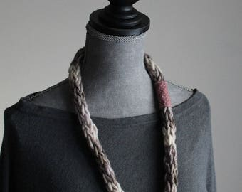 Wool necklace and cloth made of knitting with your fingers