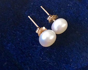 Vintage 10k. Solid Gold, Natural Pearls, Stud Earrings.Classic, Timeless Earrings.