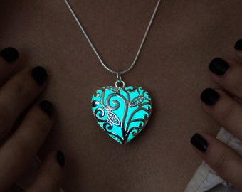 Glowing gift necklace Big heart Glow Girlfriend gift Aqua glow Glowing heart Heart necklace Glowing heart pendant Gift for loved ones Frozen