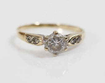 1980s Clear Cut CZ Round 9ct Gold  Ladies Claw Set Ring Size UK O and US 7.25