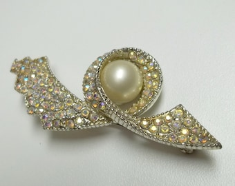 white/blue Aurora Borealis Rhinetones white glass pearl brooch,white/blue AB rhinestonesbrooch,white glass pearl brooch