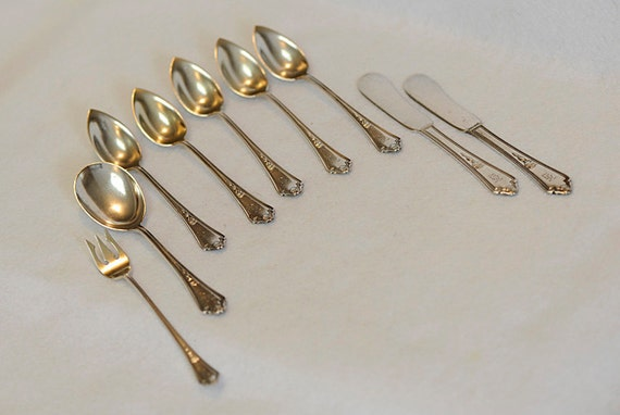 9 Pieces Vintage Gorham Silverplate 1914 Shelburne.. 5 Fruit Spoons, 1 Sugar Spoon, 2 Butter Spreaders & Cocktail Fork