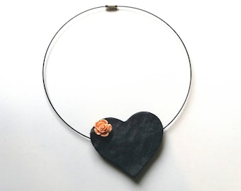 Chocker withBlack Leather Heart