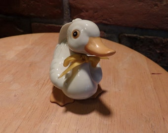 Vintage White Duck Baby, Porcelain Duck Figurine, Duck, Baby duck, duck décor, farmhouse décor, Homco 1414