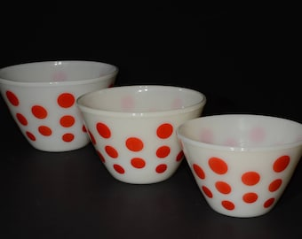 Amazing FIRE KING, Red dots, Mixing Bowls, Set of 3, Off-White, Splash Proof, Milk Glass, Vintage Fire King, Anchor Hocking, Ivory, 1940s