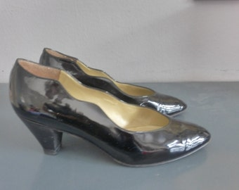 80s party heels. 36 EU size/ US size 5/ UK size 3. Black patent leather retro heels, made in Greece. In a very good vintage condition.