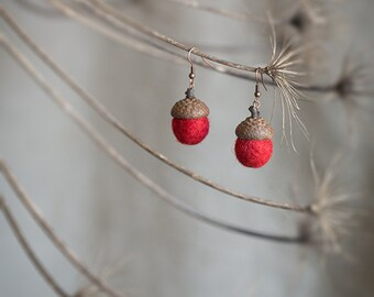 Red earrings - Dangle acorn earrings with real acorn cap felted wool beads - Unusual copper and felt jewelry - 7th wedding anniversary gift
