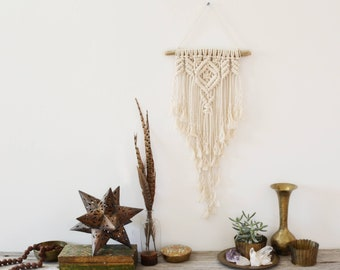 Macrame Wall Hanging / Modern Macrame / Wall Art / Boho Wall Hanging / Wedding Decor / Macrame Tapestry / Bohemian Nursery Decor