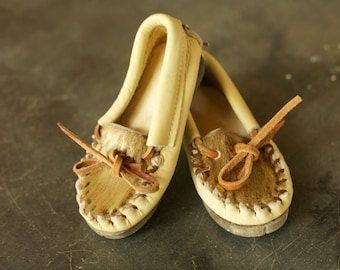 SPRING CLEANING - Vintage Toddler Leather Mocassins, Mexico, Cow Hide, Cow Hair, Tan and Brown, Indian, Slippers