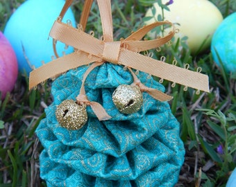 Green with Gold Glitter SwirlsYo Yo Egg Ornament