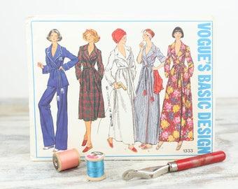 Vogue Vintage Sewing Pattern, Women's, Pajamas and Long Robe, Size 12 (1333)