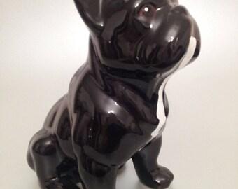 """Statue de chien Bouledogue Français en céramique, modèle """"Sandy"""" unique, Laure Terrier. Hauteur 17 centimètres"""