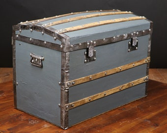 Trunk curved canvas and wood R2513