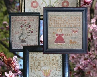 The Birds and the Bees (4 Little Springtyme Samplers) : Cross Stitch Pattern by Heartstring Samplery