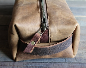 leather travel case, leather dopp kit, dopp kit, shaving bag, travel bag men, leather travel bag, leather zipper pouch, leather travel case