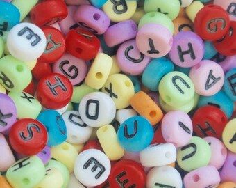 Set of (20g sachet) multicolored alphabet beads