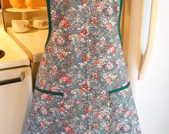 Women's Vintage Style Full Apron in Green