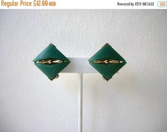 ON SALE Vintage Lucite Thermoset 1950s Clip On Earrings 72617