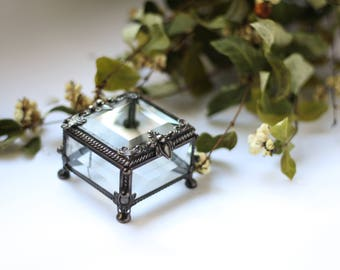 Little square ring box, Glass Box, geometric glass box, stained glass box, wedding ring box, ring box, ring holder, jewelry box,
