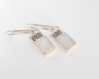Silver sterling moonstone gemstone earrings, Balinese Handmade Jewelry, Silver Dangle handmade earrings, Gift for her, Jewelry Gift