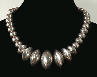Navajo silver beaded necklace, hand made, classic vintage Native American, 88g