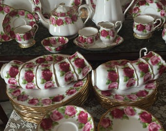 Free shipping worldwide! Royal Albert Old English Rose Dinner Service for 12 total 68 pieces.