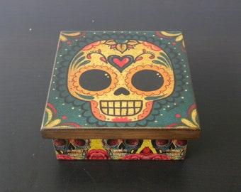 Decoupage Pinewood Day of The Dead/Black Eyes Happy Skull/Fuchsia Hollow Eyes Keepsake Jewelry/Chocolate/ Three Compartment Decorative Box