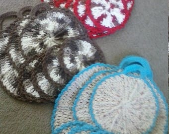 "7 piece set of hot pads/pot holders and matching handmade crochet coasters ""wagon wheel"""