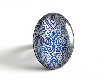 Ring * blue white old Tapiserie * bronze glass cabochon oval gift