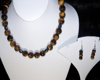 A Beautiful Tiger Eye Necklace and Earrings. (201685)