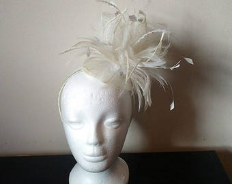 Ivory feather fascinator, fascinator with feathers, ivory wedding fascinator, ivory derby fascinator, cream fascinator, flower fascinator