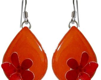 Orecchini goccia arancione con un fiore