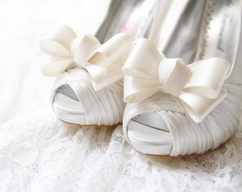 Wedding Shoes Clips Bridal Shoe Clips Party Dark Ivory Shoe Clips Bow Shoe Clips Bridesmaids Shoes Clips Light Cream Soft Cream Shoes Clips