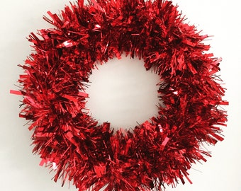 2017 HGTV HOLIDAY HOUSE Feature Red Tinsel Wreath Tinsel Christmas Wreath Trendy Christmas Wreath Christmas Front Door Decoration
