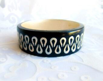Wood bangle bracelet painted, black wooden bracelet, gold black bangle wood, geometric bracelet wood, wooden jewelry, painted jewelry