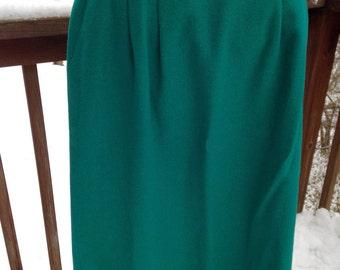 Vintage Pendleton skirt. Wool skirt. Green A line. Pleated size 8.