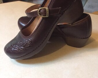 Dansko Mary Jane Low Heel Clogs Embroidered size 9