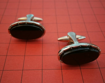 BT451) A Lovely Pair of vintage gold tone oval black glass inlay men's cufflinks