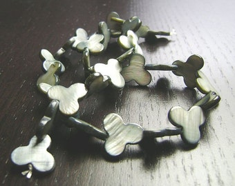 SALE !!! Gray Mother of Pearl Clover Beads ... 15 inch strand