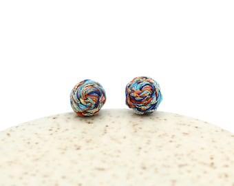 Geflochtene Ohrstecker - bunten kühle - blau, Orange, Gold - Ohrringe von Hand genäht - einzigartige Ohrstecker - Titan-Beiträge