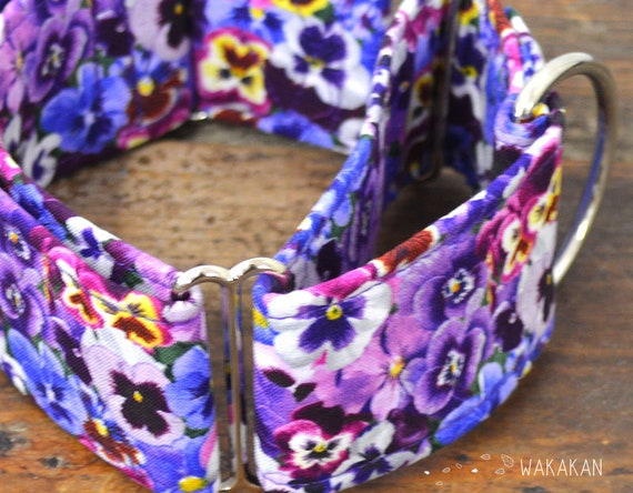 Martingale dog collar model Dream On. Adjustable and handmade with 100% cotton fabric. Viola flowers, purple Wakakan