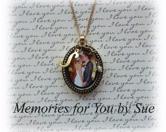 Custom Gold Oval Glass Photo Locket Necklace-Photo Pendant Locket-Custom Bridal Photo-Wedding Bouquet Keepsake Photo Gift-Photo Locket Charm