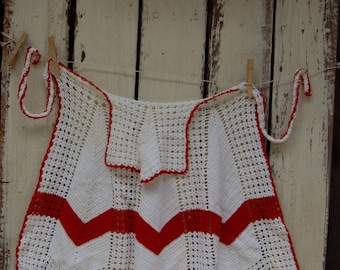 Vintage Red and White Crochet Apron. Red and white Chevron Apron .Vintage Chevron apron. Vintage farmhouse apron
