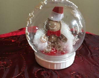 Snow Globe Ginger Bread Man    Free Shipping!!