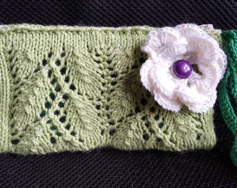 Green lace spring purse, with flower