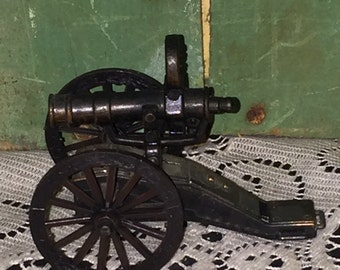 Antiguo acabado Die Cast Metal cañón sacapuntas; Colección Die Cast Metal; Sacapuntas de lápiz de cañón militar