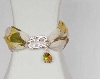 Christian bracelet, green bracelet, fabric bracelet, cross bracelet, Mother's day bracelet, faith bracelet, religious bracelet