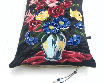 Beautiful large Vintage reworked Roses Floral bouquet Tapestry Needlepoint Velvet Pillow Cushion Coussin