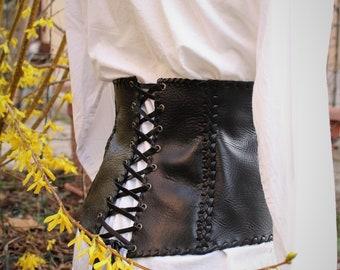 ceinture large en cuir ; serre taille ; ceinture lacée ; serre taille cuir ; ceinture médiévale ; ceinture steampunk